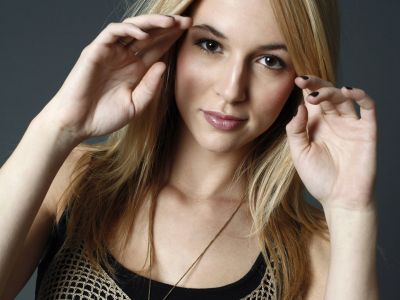 Alona Tal Picture - Image 4