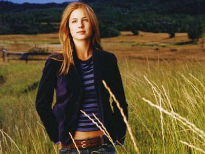 Emily VanCamp Picture - Image 13