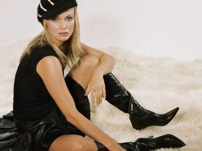 Izabella Scorupco Picture - Image 40
